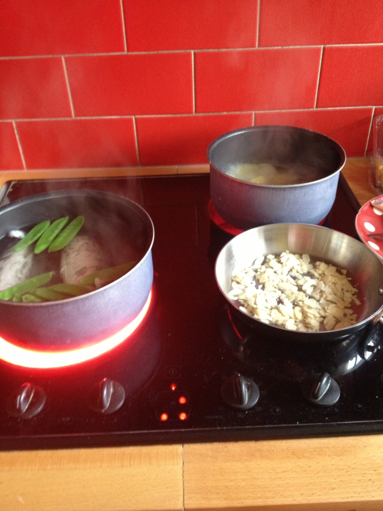 Déjà la cuisson, je fais griller les amandes. Ca m'a pris 10 min !