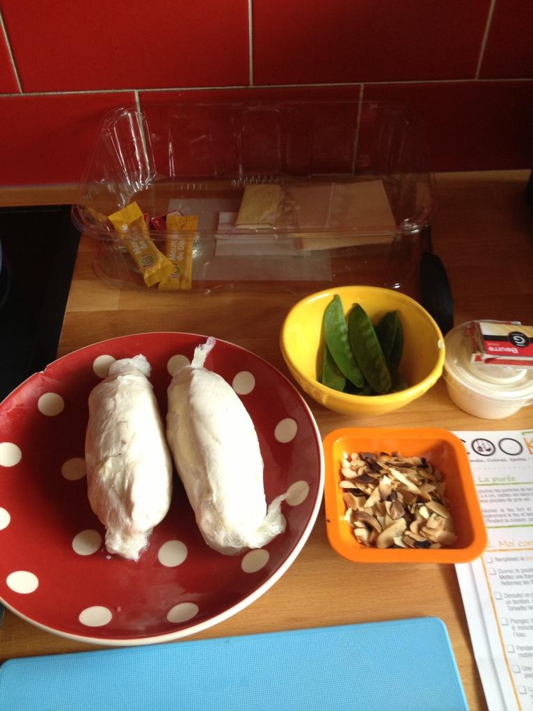 Les cordons-bleu bien emmaillotés ont été blanchis 8 min avec les pois gourmands (5 min)