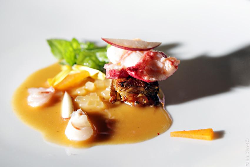 Crème de homard breton, brunoise de pomme, cresson et minicrêpes coréennes  (les modeumjeon, j'adore !)