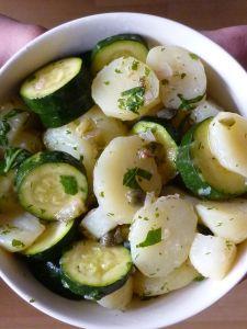 Salade de pommes de terre et de courgettes à la sauce verte