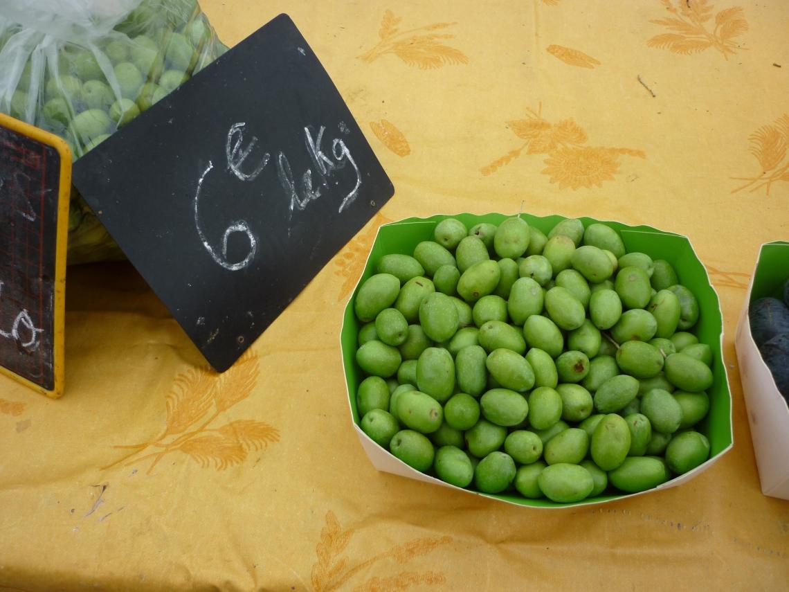 Olives vertes sur le marché d'Aubagne