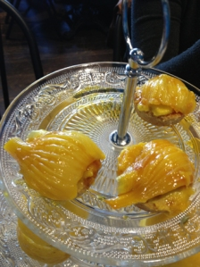 Sablé au thym et fenouil au safran servi en dessert chez Flora Mikula