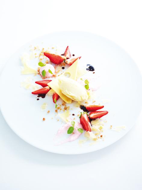 Dessert aux fraises destructuré, glace à l'appenzeller Fromage suisses