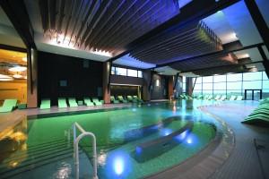 Le bassin, eau de mer chauffée, vue sur mer et longueur possible : le rêve ! Hôtel Les Bains de Cabourg Thalazur