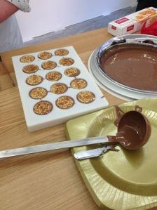 j'ai assisté à un atelier où l'on fabriquait des Kambly au chocolat