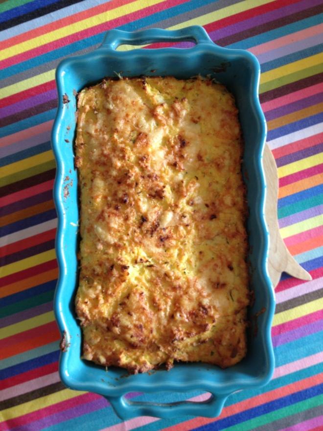 Gratin de polenta au beaufort, jambon et courgettes. Plat Appolia, Chemin de table Tissage de Luz, dessous de plat La Chaise Longue