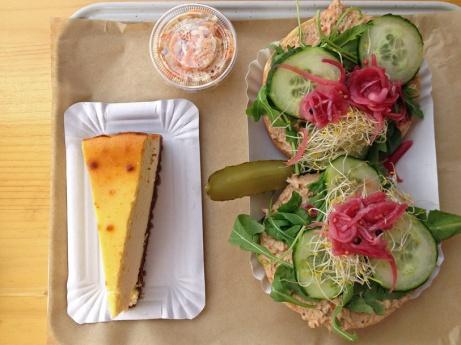 La formule : bagel (ici le tuna), dessert (le cheesecake), colesaw et boisson (lemonade à la menthe)