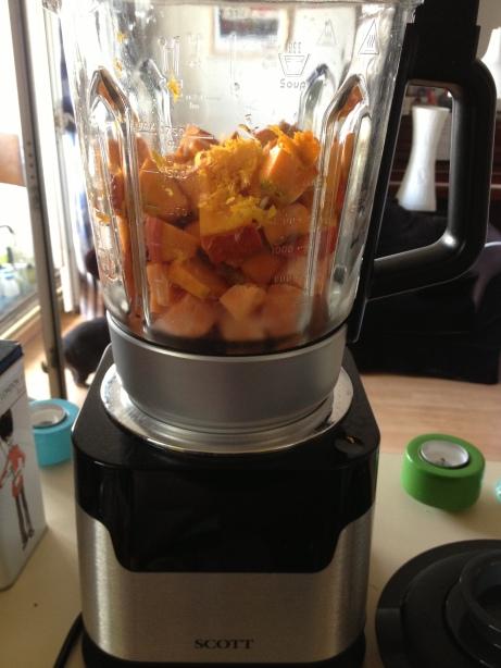 Soupe de potimarron patate douce au lait de coco et aux pices avec un zeste - Soupe blender chauffant ...
