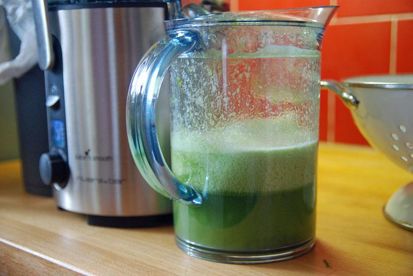 Le jus obtenu a une belle couleur verte ! ©MyriamDarmoni