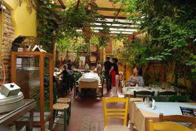 N'est-ce pas qu'il est joli ce restaurant au coeur d'Athènes?