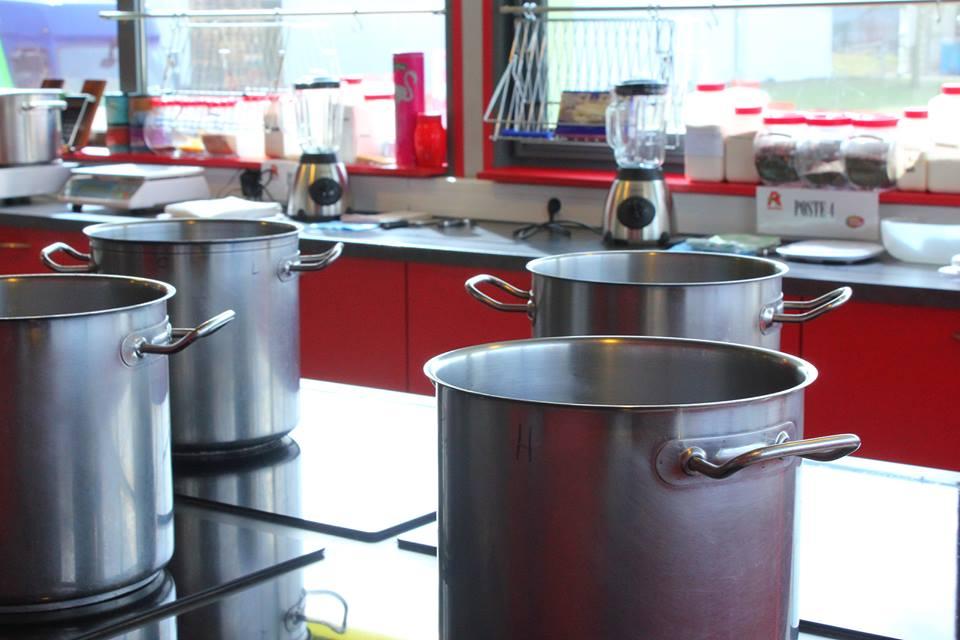 """La cuisine de Soupe Idéale, une cuisine comme """"à la maison"""", juste les casseroles sont plus grandes !"""