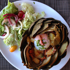 Farcis de pommes de terre aux lardons et d'un oeuf mollet, recette de Chez Jamie, Roscoff.