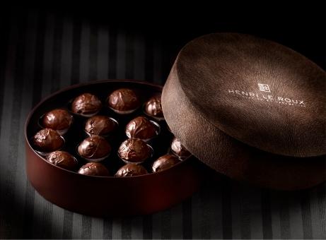 Truffe de Truffe d'Henri Le ROux, l'association d'une ganache au chocolat à la truffe du Périgord. Un luxe absolu !