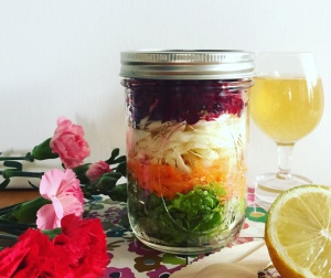 Salade in a jar, multicolore 5 crudités, sauce citronnette @Myriam Darmoni