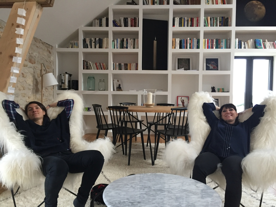Retraite de yoga -Ferme de Solterre-un salon cosy-Myriam Darmoni-Goût de Food