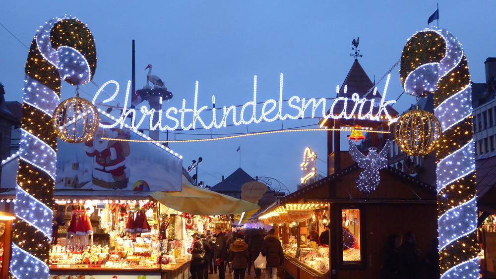 Le plus vieux marché de Noël au monde (1570), place Broglie à Strasbourg.