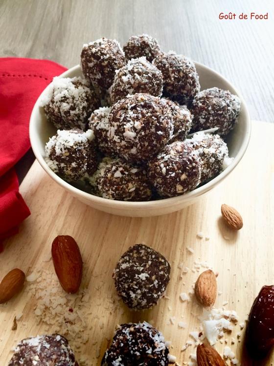 energy balls -dattes-amandes-cacao-noix de coco-boules d'énergie-truffe